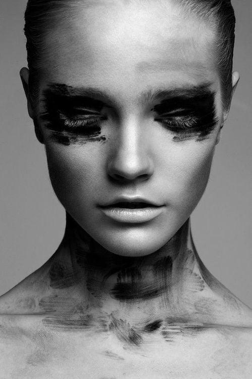 femeie durere singuratate tristete