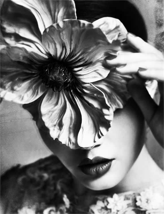 femeie floare zeita
