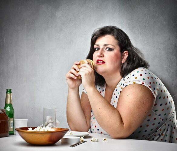 femeie grasa mancare