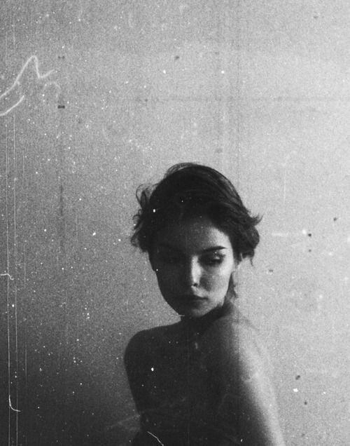 femeie portret suferinta