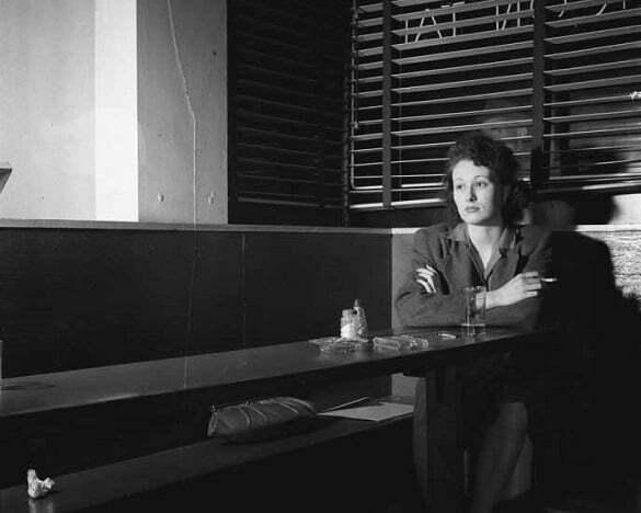 femeie singuratate tristete