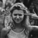 femeie sinucidere flori