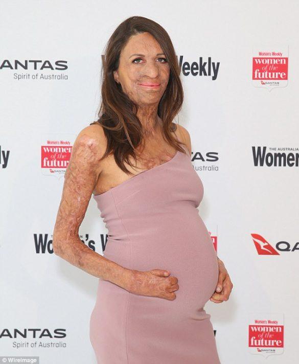 Turia pregnant naște la începutul lui decembrie