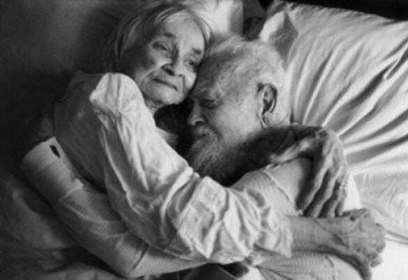 cuplu batranete dragoste
