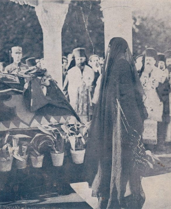 Regina-Maria-la-inmormantarea-Regelui-Ferdinand-I-in-1927-710x869