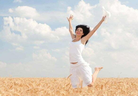 femeie grau fericire camp