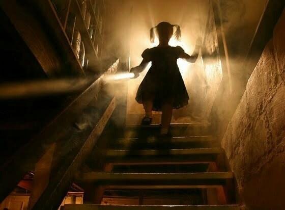 copil scari fantoma