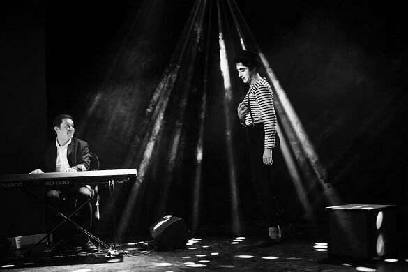 Marius Vernescu si Alexandru Pribeagu in spectacolul The Fly Credit Foto Adi Tudose