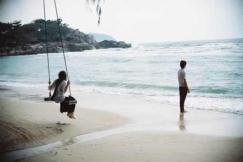 cuplu plaja vacanta