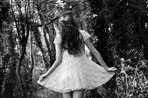 fata rochie alba