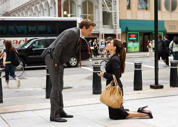 femeie in genunchi barbat