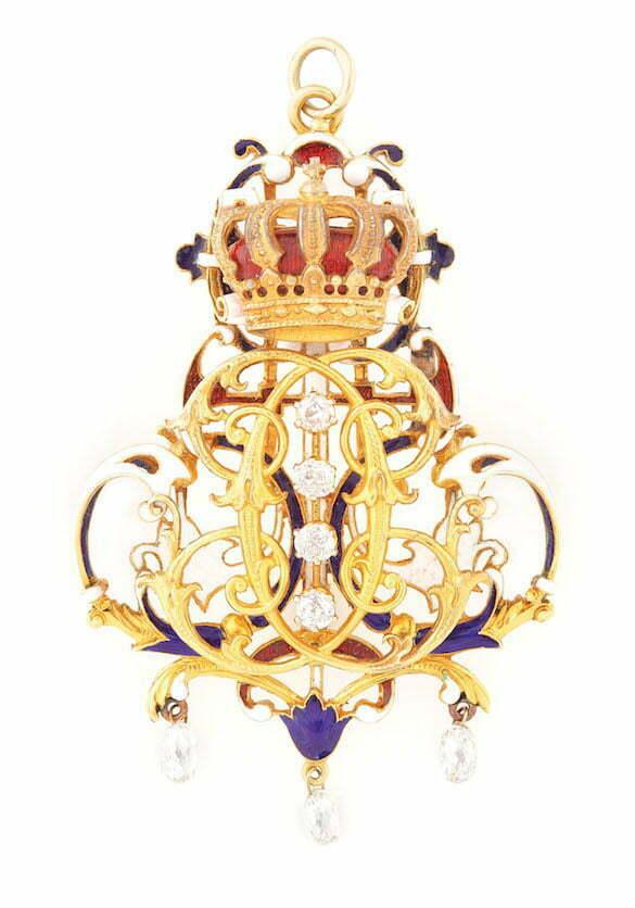 Pandantiv din aur Joseph Resch, ornat cu cifrul lui Carol I, diamante ri email, piesa de colectie.