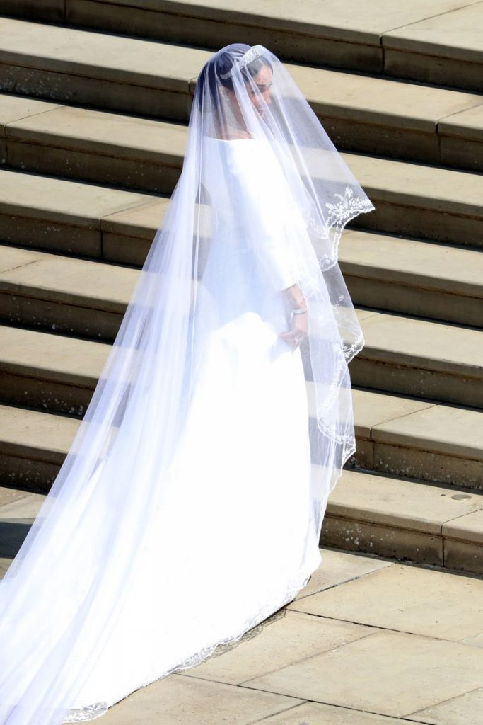 hbz-meghan-markle-wedding-dress-gettyimages-960050434-1526728987