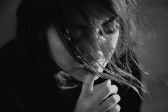 femeie tristete durere