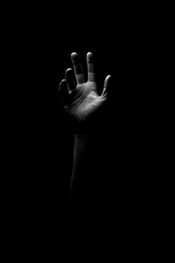 mână spre cer