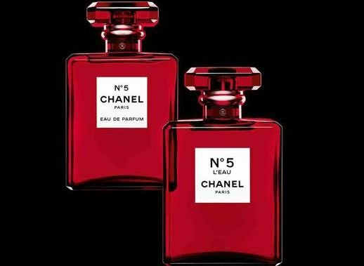 chanel-no-5-red-bottle-christmas-1539603321 copy