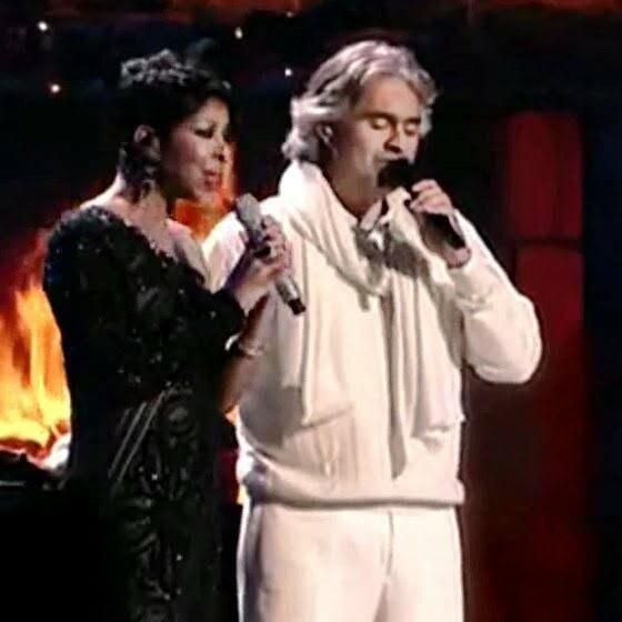 Andrea-Bocelli-e-Natalie-Cole-Christmas-song-live-2009